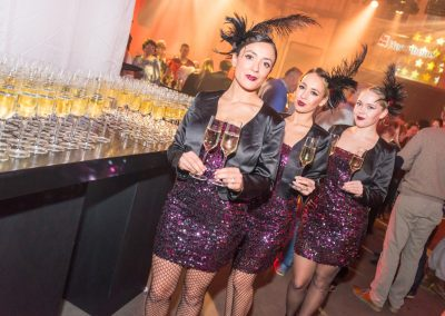 2014-11-22-Heembouw-Got-Talent-Zuiveringshal-Westergas-050-Champagne-Welkom-Modellen-Crew